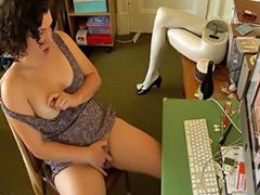 Niña viendo porno, Niña 8 porno, Niñas de 9 porno, Viendo porno, Jovencitas masturbando