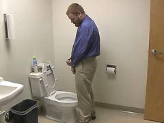 เย็ดห้องน้ำ, ตูดผู้ชาย