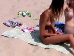 Na pláži, Pláž