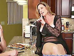 Milf, Cougar, Smoking