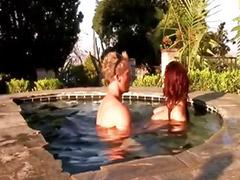 В басейне