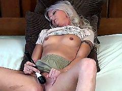 Masturbieren große brüste, Blondinen grosse brüste