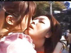 Японские поцелуи, Азиатки публичное, Лесби прилюдно, Японские лесбиянки, Лесби азиатки, Японский
