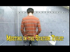 W kiblu, Toalet