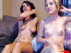 Trójka nastolatki, Nastolatki lesby