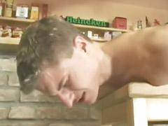 Кавказцы геи, В баре, Мастурбирует анал, Мастурбация кончила, Кончить в гея, Кончить в анал гей