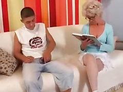 Ебёт бабушку