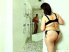 ถ้ำมงในห้องอาบน้ำ, สอดแนมเมีย