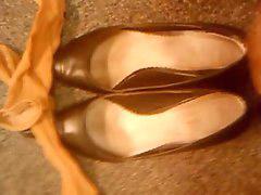 W butach, Pantofle