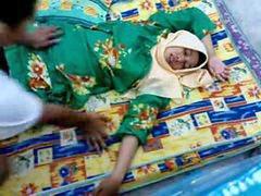 อินโดนีเซีย, เด็กผู้หญิงบริสุทธิ์, ไม่รู้เรื่อง
