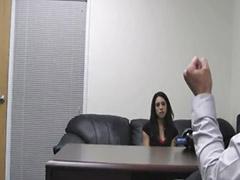 Morena magra anal, Entrevistando
