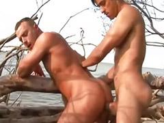 polnometrazhnie-porno-na-plyazhe