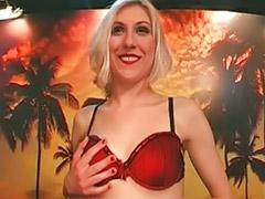 Pee, Peeing, Sexy sucking, Threesome sluts, Threesome sucking, Threesome horny