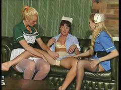 Возбуждает лезби, Медсестры страпонят