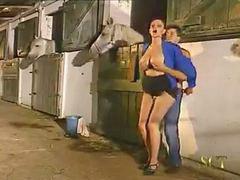 زن با زن, مزرعه, اسب