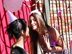 Nastolatki lesby, Lesbijski