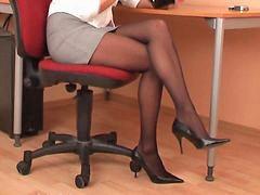 Siyah külotlu çoraplı, Külotlu çoraplı, Sekreter