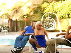 Секс на улице втроем, Горловой минет, В горло большим, Блондинка чулки, Ники секс, Горловые минеты