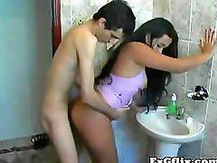 En latinas, Venidas, Latina trabajando, Folla trabajo, En los baños, Baño cojida