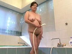 Pod prysznicem, Ciotka