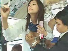 ياباني يشاهد, يابانى ف الباص, ف باص ياباني, باص يابانى, اتوبيس يابانى, امريكي مشاهده