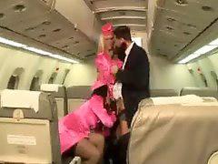 بتان, انسه, مهماندار هواپیما