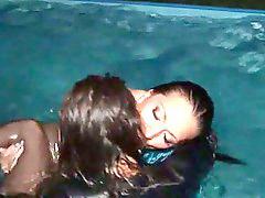 В бассейне, Лесбо