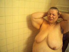Sedang mandi