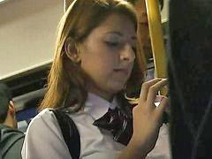 Tocamientos en el bus, Colegialas manoseadas, Colegialas en bus, Colegialas rubias, Colegiala rubia, Mañoseadas