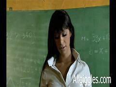 Трахают учительниц, Трахает учительниц, Класс оттрахал учительницу, В классе